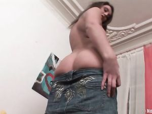 Teen Spreads Wide And Fucks A Giant Rubber Dick
