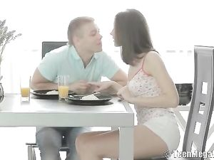 Morning Ass Fucking With His Girlfriend After Breakfast
