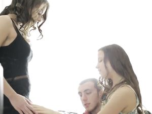 Teen Friends Make An Intensely Erotic Threesome