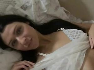 Teen Babe And Her Vibrator Make Beautiful Solo Porn