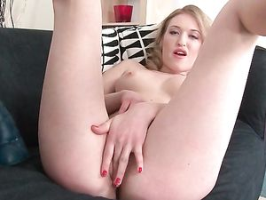 Solo Pussy Stretching Fun With Her Big Toys