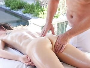 Masseuse Eats Out Smoking Hot Lexy Lotus On The Table
